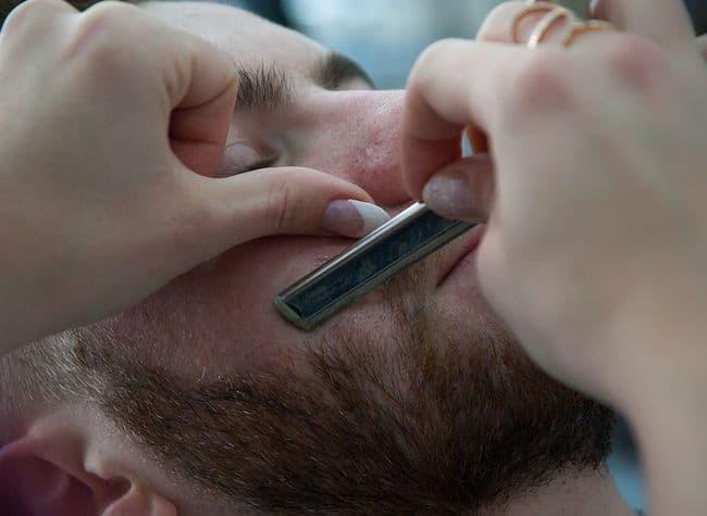 electric shaver vs razor blade